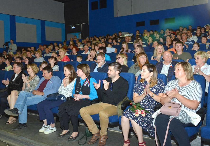 Гости и зрители кинофестиваля